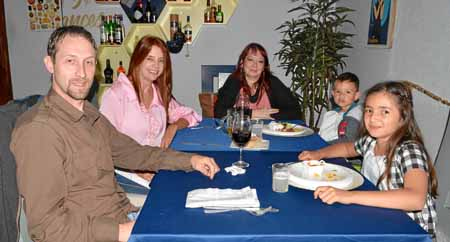 Jean Marie Dubrulle, Vilma Echeverri Arias, Nathalie Ruelle, Anderson David Dubrulle y Valentina Dubrulle.