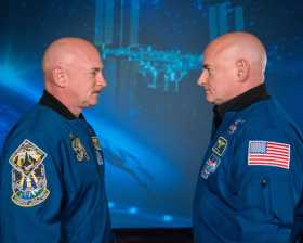 Los gemelos Mark y Scott Kelly.